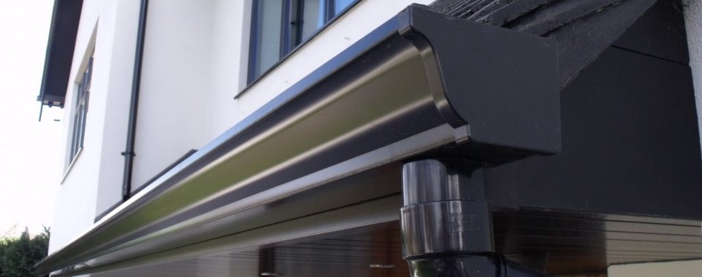 extruded aluminium guttering in ogee gutter black colour